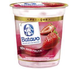 Iogurte pedaço de frutas morango Batavo 500g